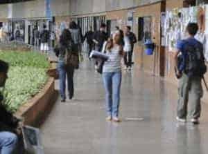 alunos fub 300x223 - FUB abre concurso para 257 vagas técnico-administrativas